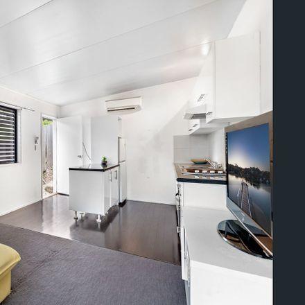 Rent this 1 bed apartment on 3/97 Waminda Street