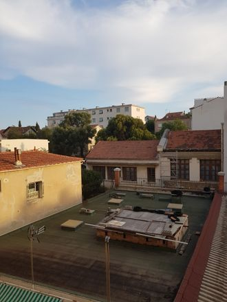 Rent this 2 bed room on 16 Boulevard Docteur Cunéo in 83000 Toulon, France