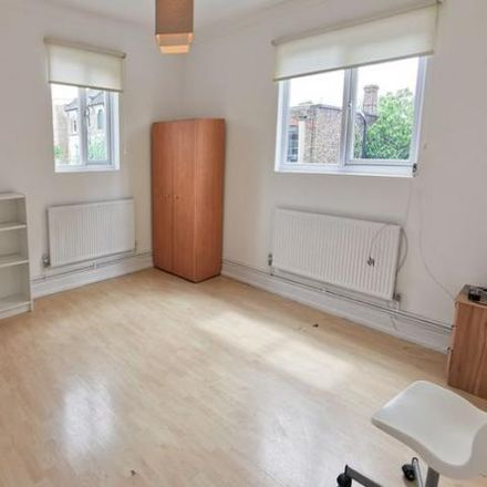 Rent this 3 bed apartment on Stoke Newington Road in London N16 8BT, United Kingdom
