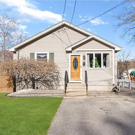 Rent this 3 bed house on 111 Dean Avenue in Smithfield, RI 02917