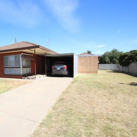 Rent this 3 bed house on 2 Ivy Street