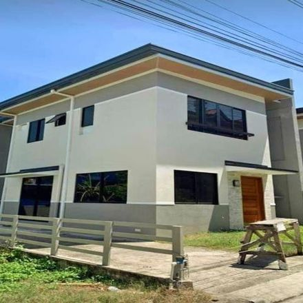 Rent this 4 bed house on North Atrium in M.C. Briones, Mandaue