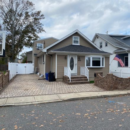 Rent this 3 bed house on 977 Nugent Avenue in New York, NY 10306