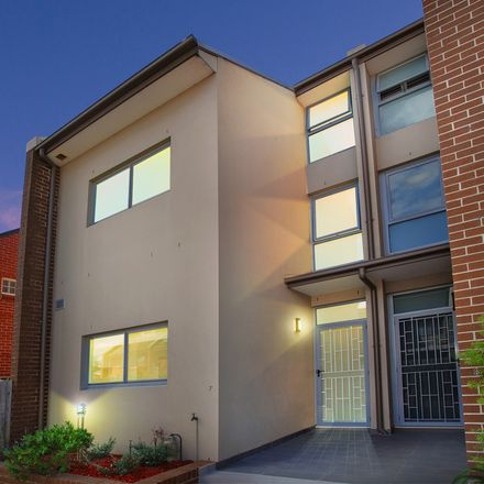 Rent this 3 bed townhouse on 7/58-60 Belmore Street