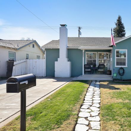 Rent this 3 bed house on 867 East Apricot Avenue in Tulare, CA 93274