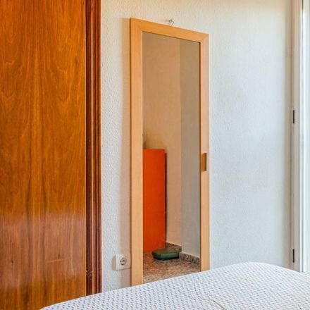 Rent this 3 bed apartment on Carrer de la Pianista Empar Iturbi in 46006 Valencia, Spain