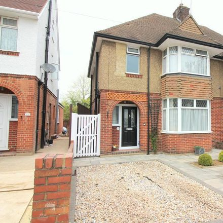 Rent this 3 bed house on Fountains Road in Luton LU3 1LX, United Kingdom