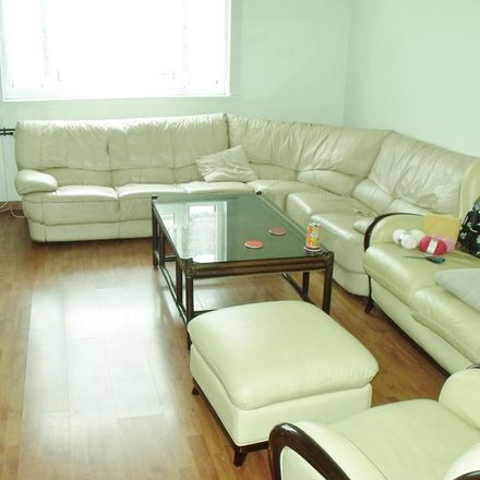 Rent this 3 bed room on 35 Rue Marcel Hénaux in 59200 Tourcoing, France