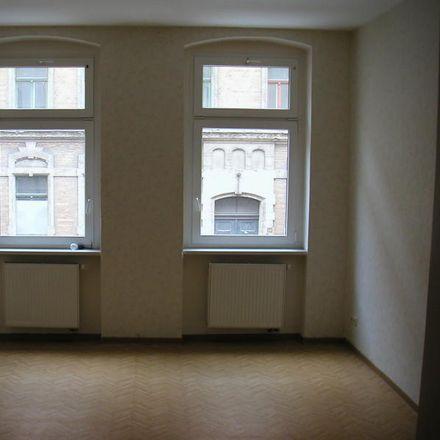 Rent this 3 bed apartment on Krondorfer Straße 3 in 06112 Halle (Saale), Germany