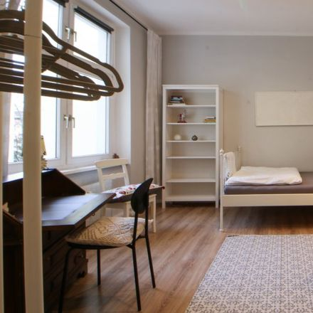 Rent this 3 bed room on Reinickendorf in Benjamin-Franklin-Oberschule, Sommerfelder Straße 5-7