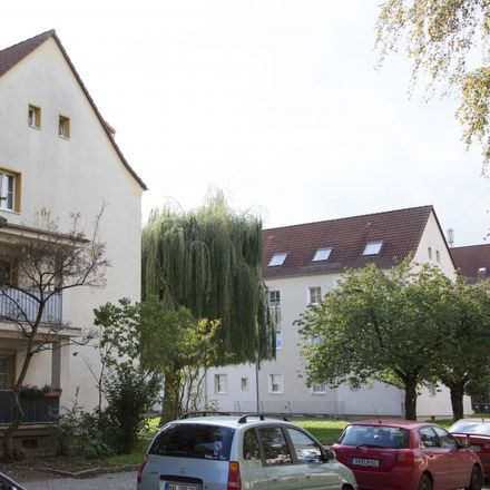 Rent this 3 bed apartment on Klepziger Straße 13 in 06112 Halle (Saale), Germany