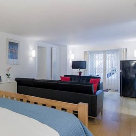 Rent this 1 bed apartment on Oddbins in New King's Road, London SW6 4SG