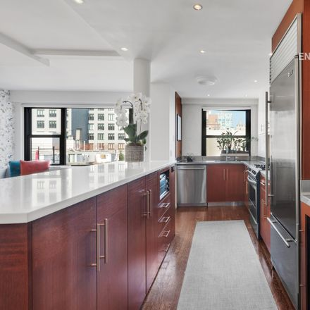 Rent this 3 bed apartment on E 9 St in New York, NY