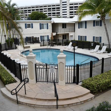 Rent this 2 bed condo on Southwest 68th Court in Pinecrest, FL 33156
