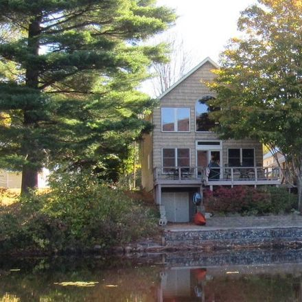 Rent this 3 bed house on 2nd St in Watervliet, NY