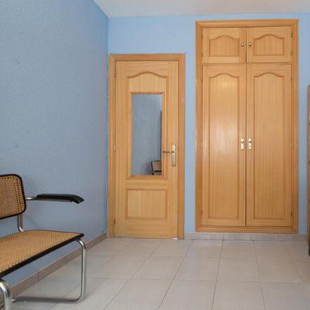 Rent this 4 bed room on Calle de Luis Rodríguez Ontiveros in 28701 Alcobendas, Spain