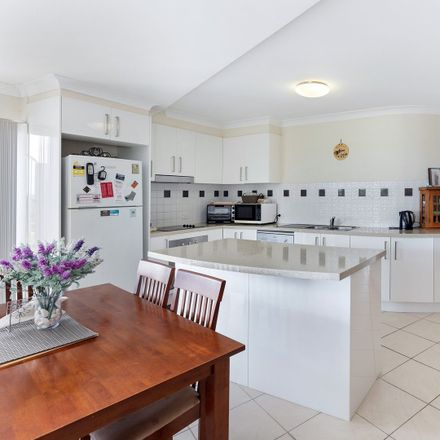 Rent this 3 bed apartment on 7/6 Bowra Street