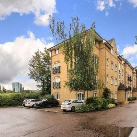 Rent this 2 bed apartment on Three Fields Farm in Malin Court, Hardings Close