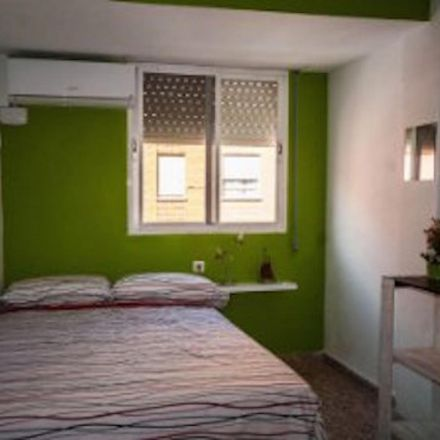 Rent this 4 bed room on Carrer de Xalans in 48, 46022 Valencia