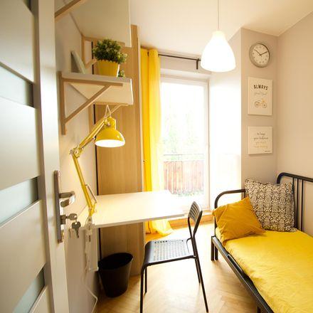 Rent this 4 bed room on Marii Grzegorzewskiej 2 in 02-778 Warsaw, Poland