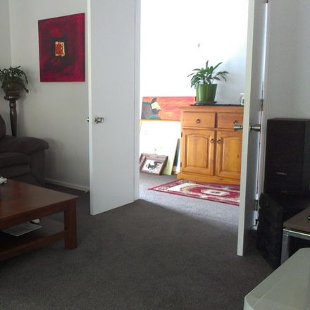 Rent this 1 bed house on 3/2 Clare Place in Glenfield, Kaipātiki 0629