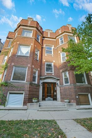 Rent this 3 bed condo on 6816-6818 North Lakewood Avenue in Chicago, IL 60626