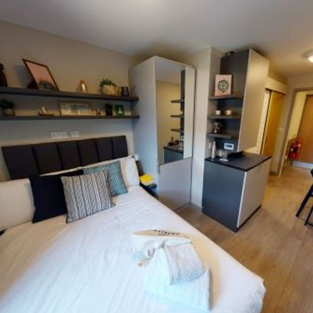 Rent this 1 bed apartment on Gloucester Hotel in Queen's Drive, London N4 2DB