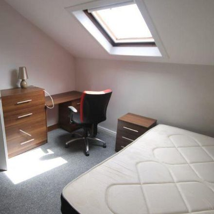 Rent this 7 bed house on Ridgeway Terrace in Delph Lane, Leeds LS6 2HQ