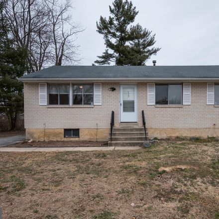 Rent this 3 bed house on 932 Alexandria Drive in Newark, DE 19711