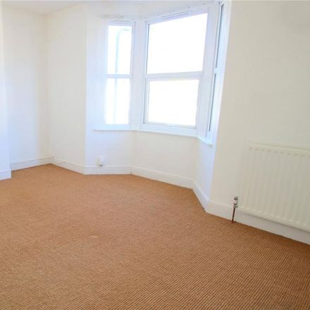 Rent this 3 bed house on Park Avenue in Bristol BS3 5AH, United Kingdom