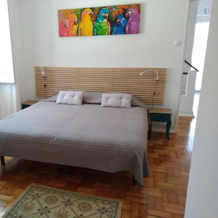 Rent this 5 bed room on Rua Paulo Falcão in 2775-226 Carcavelos e Parede, Portugal