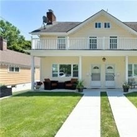 Rent this 2 bed duplex on Hillside Avenue in Roslyn Heights, NY 11514