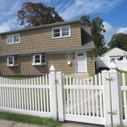 Rent this 4 bed house on 9 Florida Avenue in Copiague, NY 11726