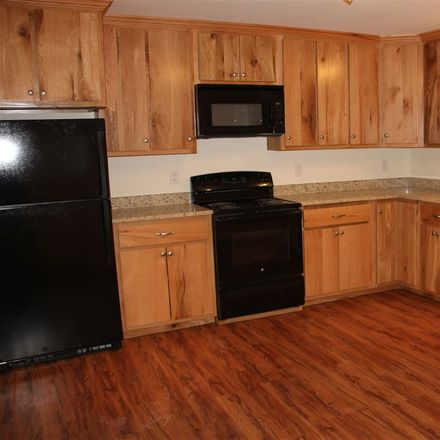 Rent this 2 bed townhouse on Millersburg