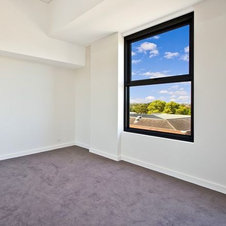 Rent this 1 bed apartment on R215/200-220 Pacific Highway