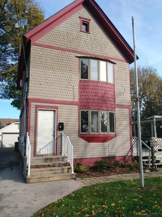 Rent this 1 bed townhouse on 566 Walnut Avenue in Elgin, IL 60123