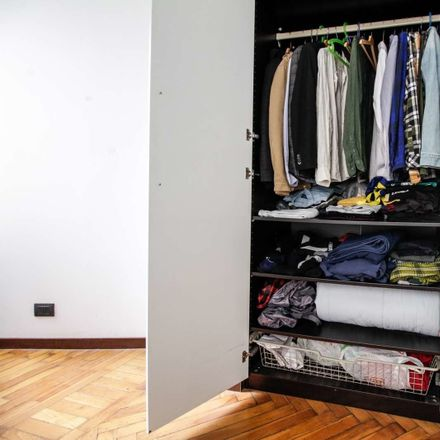 Rent this 6 bed room on Via degli Artisti in 9 bis, 10124 Turin TO
