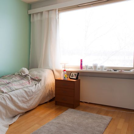 Rent this 5 bed room on Vanhanlinnankuja in 00900 Helsinki, Finland