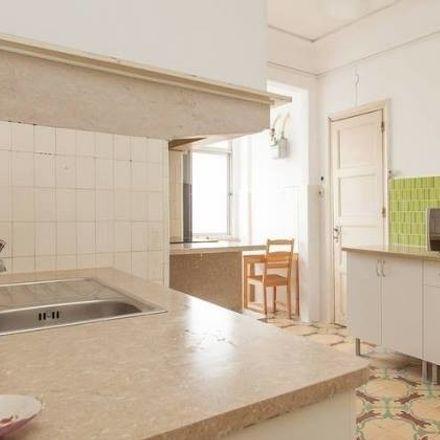 Rent this 4 bed room on Frankie Saldanha in Rua Alves Redol 13, 1000-030 Lisbon
