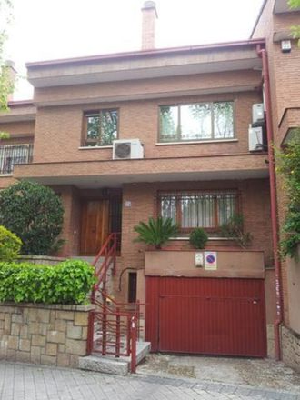 Rent this 2 bed apartment on I.E.S. Conde de Orgaz in Calle de Nápoles, 28001 Madrid