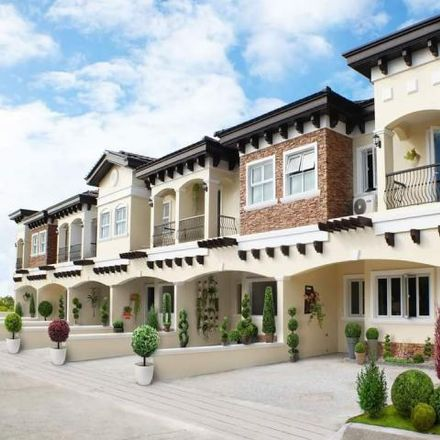 Rent this 3 bed house on South Luzon Expressway in Muntinlupa, 1781