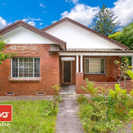 Rent this 3 bed house on 13 Waratah Street