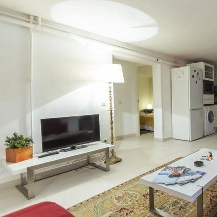 Rent this 2 bed apartment on Madridi Magyar Konzulátus in Calle de Ángel de Diego Roldán, 21