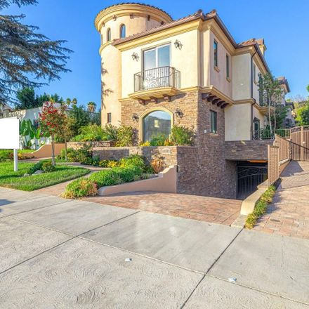 Rent this 3 bed townhouse on 1407 5th Street in Glendale, CA 91201