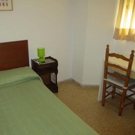 Rent this 4 bed room on soportes in Carrer del Pintor Vilar, 46010 Valencia