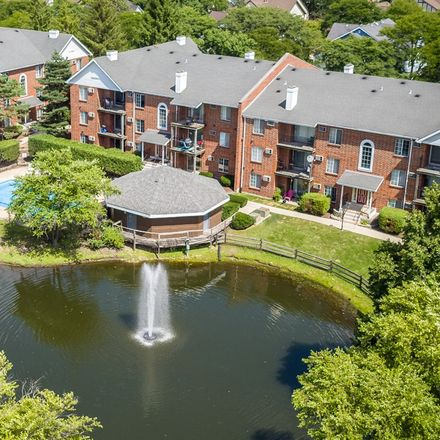 Rent this 1 bed apartment on Highlands Elementary School in East Hillside Road, Naperville