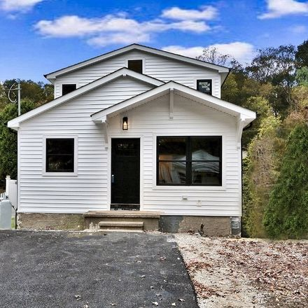 Rent this 2 bed house on Madison Trl in Hopatcong, NJ
