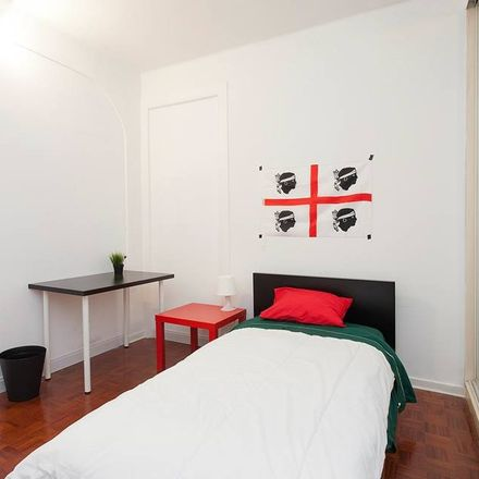Rent this 19 bed room on Colours ' Company in Calçada do Marquês de Abrantes 48, Lisbon