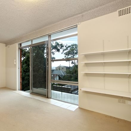 Rent this 1 bed apartment on 11/9 Cowdroy Avenue