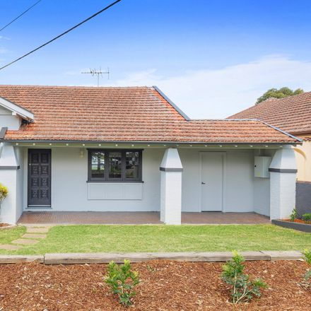 Rent this 4 bed house on 116 Fullers Road